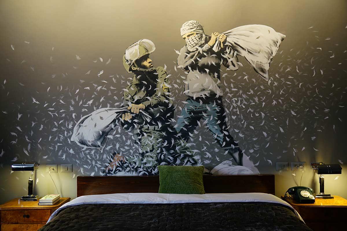 "Banksy inaugura ""la peggior vista del mondo"""