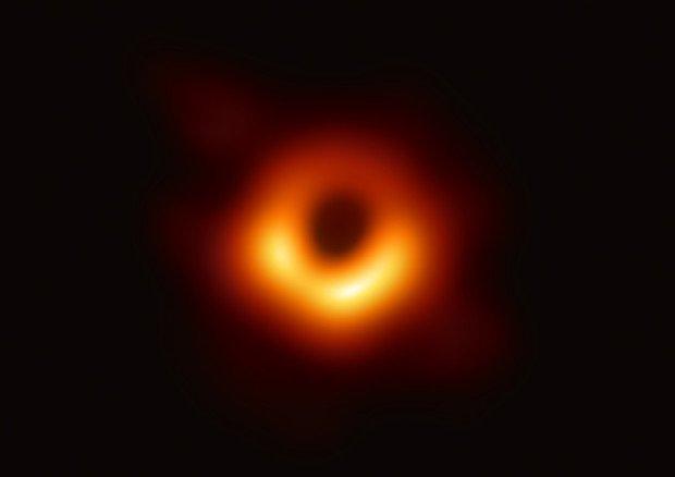 M87: La prima immagine di un buco nero